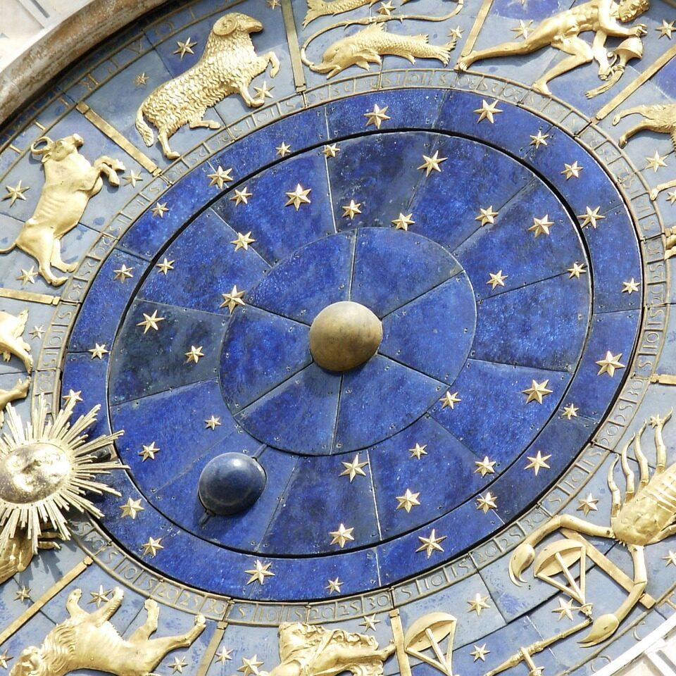 https://astrologtasha.ru/wp-content/uploads/2020/12/timepiece-745988_1280-960x960.jpg